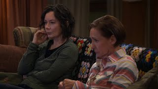 Darlene and Jackie Watch 'The Bachelor' - The Conners