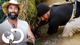 Joe pesca com as mãos!  | Desafio em Dose Dupla | Discovery Brasil