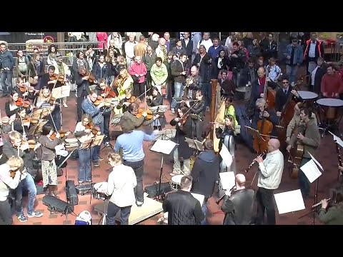 Flash mob en la Estación Central de Copenhage interpretando el Bolero de Ravel