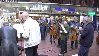 Flash mob en la Estación Central de Copenhage interpretando el Bolero de Ravel