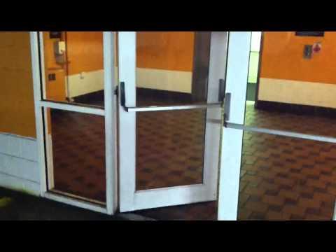 Paranormal - Una puerta con un sonido intrigante