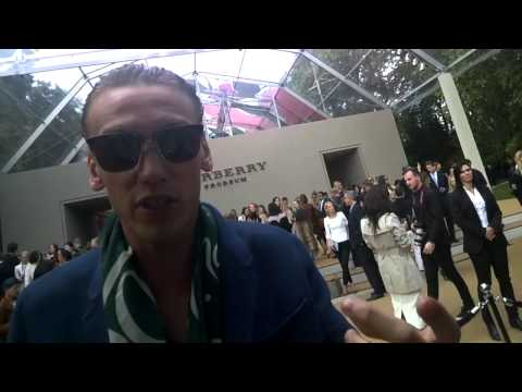 Jamie Campbell Bower At Burberry SS15 Show I GRAZIA GOOGLE GLASS
