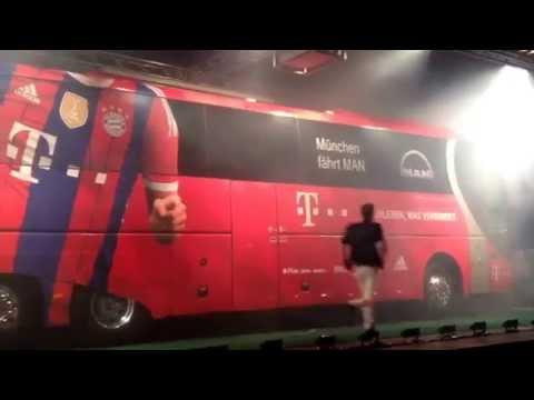 FC Bayern München: MAN Mannschaftsbus-Präsentation vor der Allianz Arena