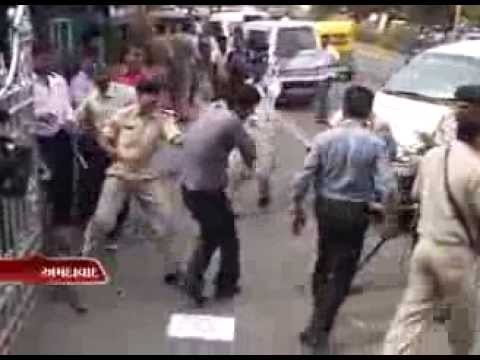 Sandesh News - Police Lathi Charged on the VHP Members at Ahmedabad