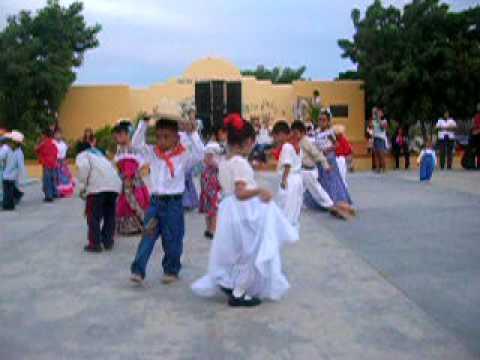 Jarabe tapatio bailado por los niños del Jardin V.G.C.