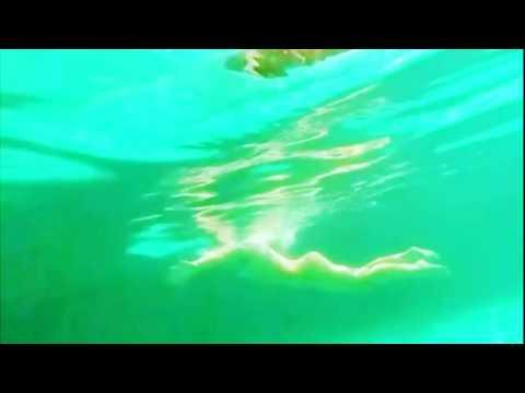 El impactante LADO B del piscinazo de Sigrid Alegría DESNUDA