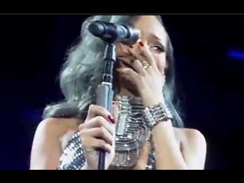 RIHANNA BREAKS DOWN CRYING ON STAGE AT CONCERT IN FRANCE
