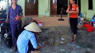 Nghề lưới ghẹ ở làng biển Quỳnh Long