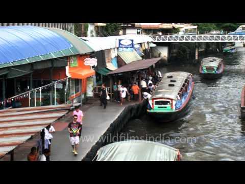 The Khlong Saen Saep water bus serves over 50,000 passengers daily – Bangkok
