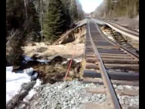 CN Rail Train wash out.WOW!!!.3gp