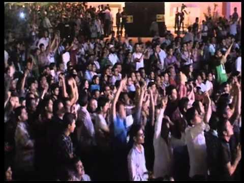 Idea Rocks India - Meerut - Mika performing Dekha Jo Tujhe Yaar...