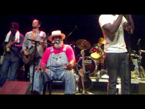 Playing For Change - Live concert La Cigale Paris 2010- Bob Marley Cover - One Love.mp4 Music Videos