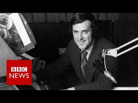 Moment Sir Terry Wogan signed-off his Radio 2 breakfast show - BBC News