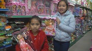 Đi mua búp bê và xem các loại đồ chơi tại của hàng Đồ chơi trẻ em MN Toys
