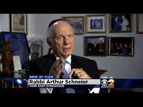 Pope Francis to Bestow Knighthood on New York Rabbi Arthur Schneier