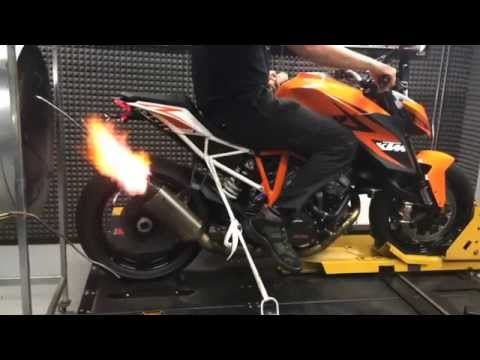 KTM Superduke 1290 R Akrapovic Evo 2 on Dyno vs stock