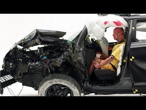 Toyota's RAV4 fällt beim Frontcrash mit kleiner Überlappung durch