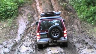 Mitsubishi Pajero Field Master 2004 in steep muddy hill climb