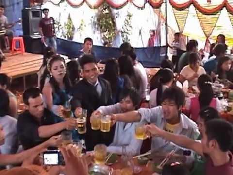 Montagnard Wedding/Dam Cuoi (Kpuih Hot & Kpa H'In) Part 2