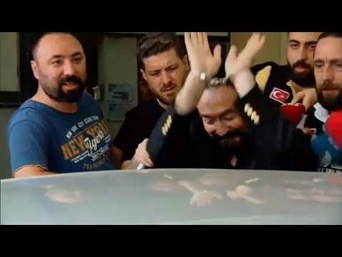 شاهد: لحظة اعتقال داعية تلفزيوني تركي اشتهر بظهوره مع راقصات في ملابس فاضحة… thumbnail