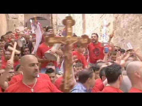 Jerusalem: Hundreds gather for Easter service amid heightened security - no comment