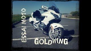 #ESSAI MOTO 15 / HONDA GOLDWING / un canapé