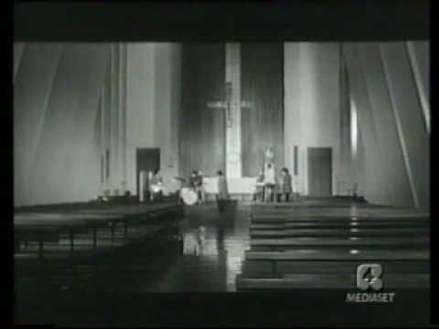 Thumbnail of video Italiani! È severamente proibito servirsi della toilette durante le fermate (1969)