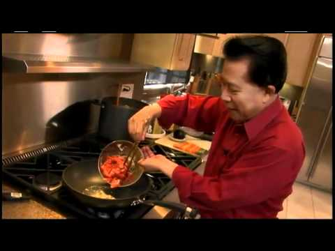 How to Cook Beef With Broccoli - Authentic Family Meals - Circulon Presents Martin Yan