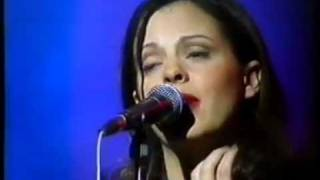 Watch Sara Evans Three Chords And The Truth video