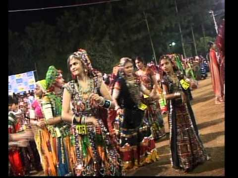 Gujarati Garba Song Navratri Live 2011 - Kalol - Darshna Vyas, Vipul Panchivala - Day-4 Part-16