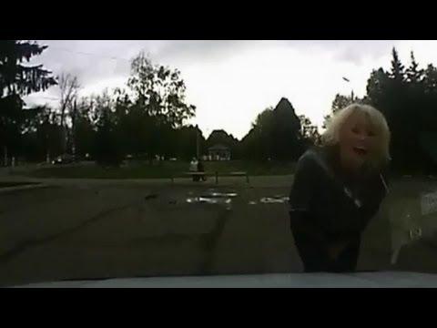 Как закрыть капот авто. Женский вариант