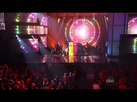 Carly Rae Jepsen - This Kiss   Call Me Maybe (american Music Awards 2012) Hd video