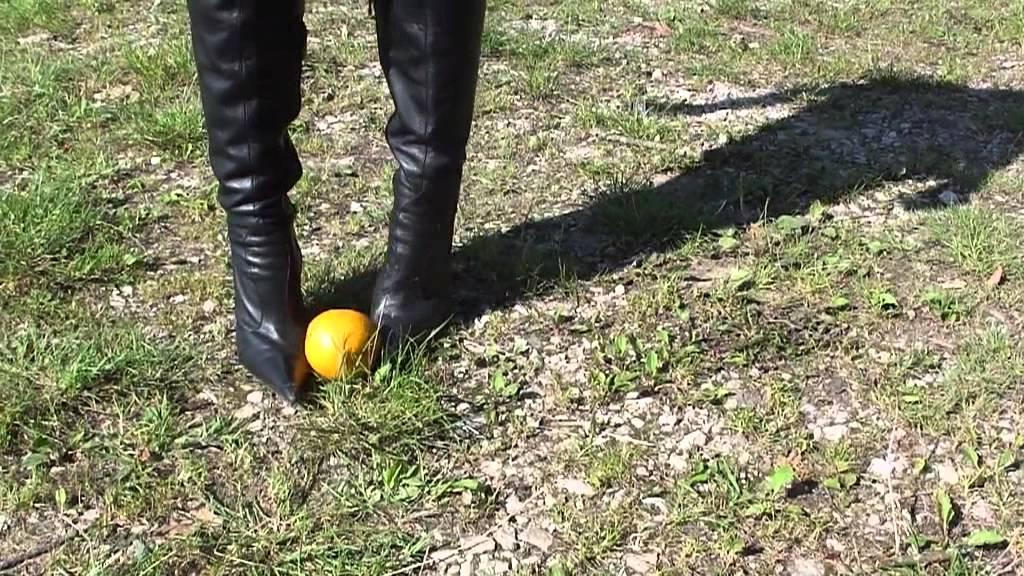 Orangen crushing mit stiletto overknee stiefeln oranges crushing with