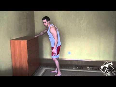 Накачать грудь дома (отжимания от пола, наклон вниз)