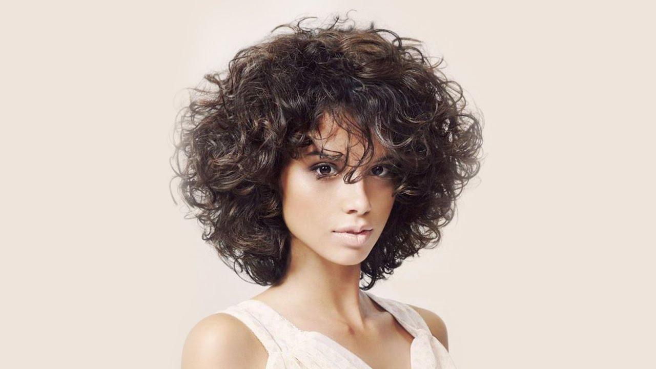 Градуированное каре стрижек на волнистые волосы