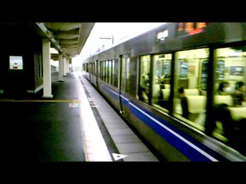 223系似の521系 発車!自然な駅 余呉駅にて