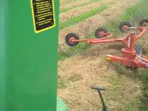 John Deere 4020 Raking hay