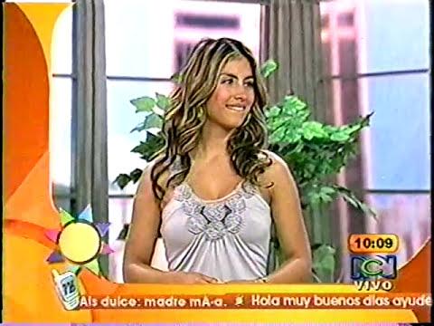 Laura Acuña le toca la cola a Jessica Cediel mmmm