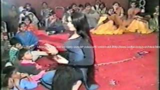 MEHNDI DANCE  FILM STAR NOOR PERFORMING IN MEHNDI NIGHT FUCTION