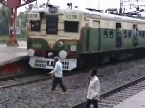 Maharashtra Ka Local Train Coming Platform video