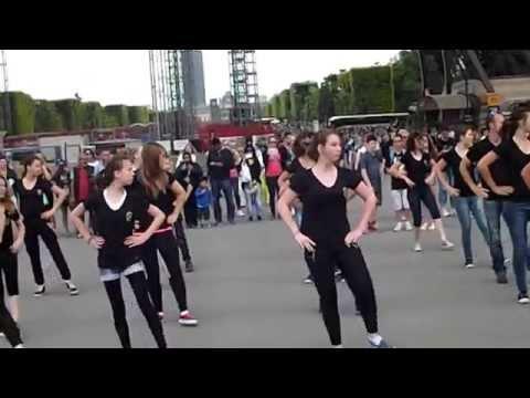 Flashmob Paris Tour Eiffel, Collège Marseille en Beauvaisis