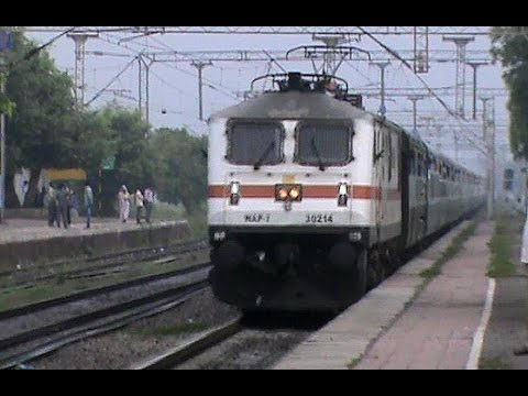 Fresh WAP-7 powering Golden Jubilee TAJ Superfast races past, and accelerates even further!!!