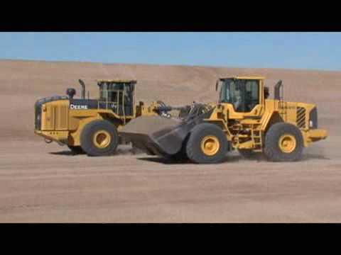 Deere vs Volvo - Loader drag race