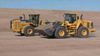 Deere vs Volvo - Loader drag race