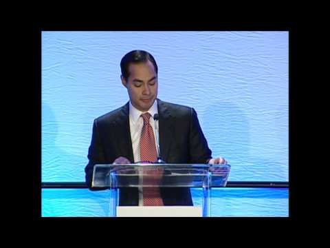 HUD Secretary Julián Castro speaking at the 2014 Homelessness Conference