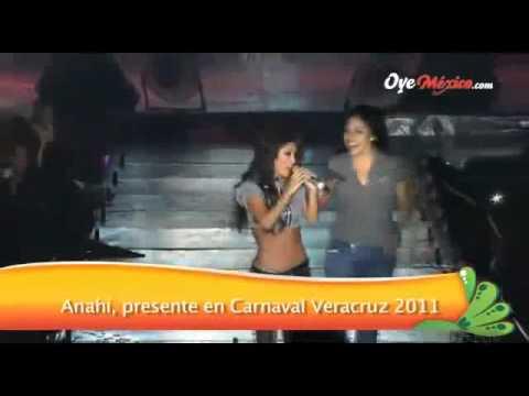 Fans de Anah í se suben al escenario y la atacan (Carnaval Veracruz)