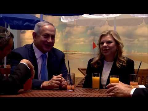 "PM Netanyahu and Mrs Sara Netanyahu visit ""Open a Door to Israel"" Exhibit in Moscow"