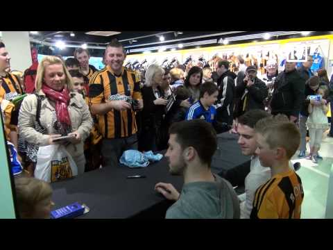 Behind the Scenes | Shane Long, Robbie Brady & Jake Livermore Signing Session