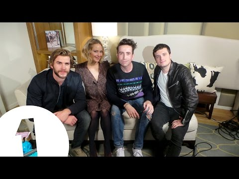 Jennifer Lawrence, Josh Hutcherson & Liam Hemsworth play Hungry Hippos