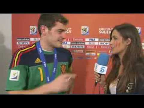 iker Casillas kisses Sara Carbonero (His Girlfriend) in worldcup final holland vs spain interview